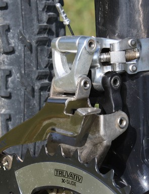 High mount models use a stainless steel band clamp that conforms nicely around carbon seat tubes and grips more tightly with fewer pressure points