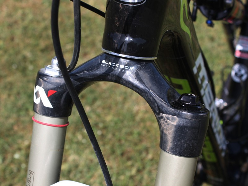 The top-end SID XX World Cup now uses a one-piece carbon fibre crown and steerer tube