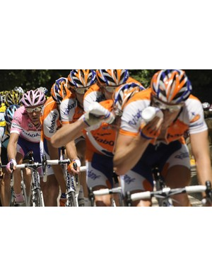 Russian Denis Menchov (Rabobank) (L) rides with teammates during the 16th stage of the 92nd Giro d'Italia between Pergola and Monte Petrano May 25, 2009.