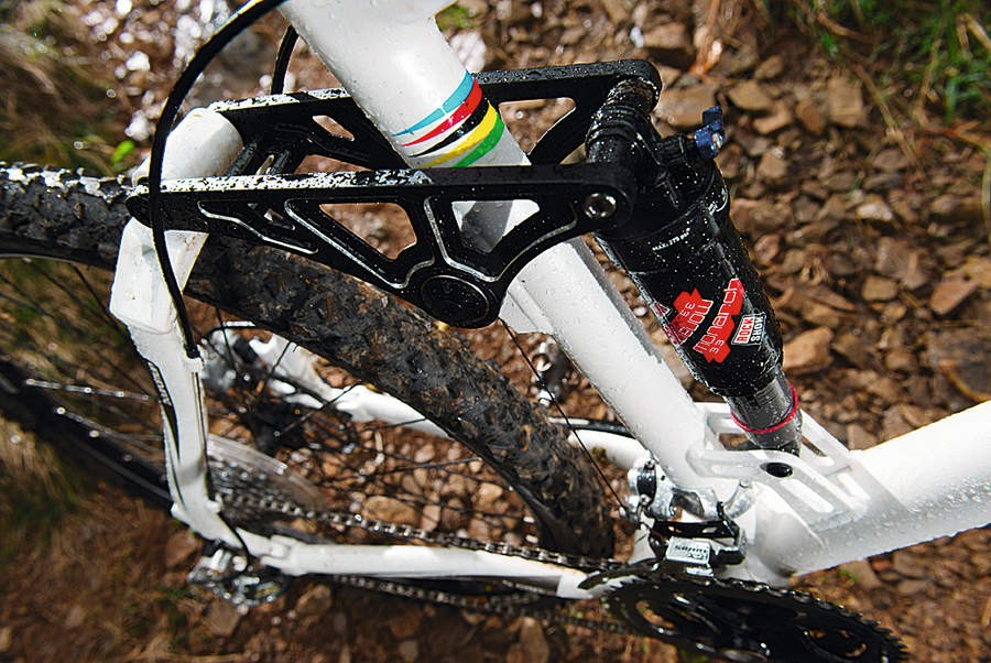 The four-bar FSR-style linkage is impeccably neutral under braking and pedalling