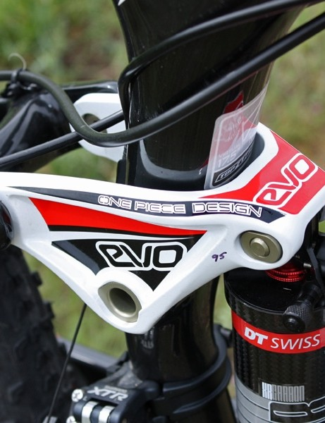 The compact one-piece EVO rocker link helps keep the back end tight and controlled.