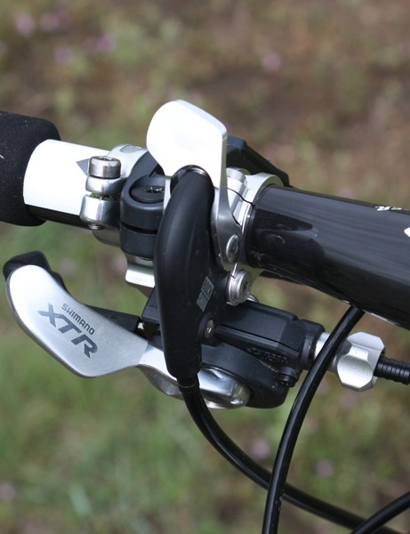 A PushLoc remote is available on the left-hand side when riders want to lock out the front end.