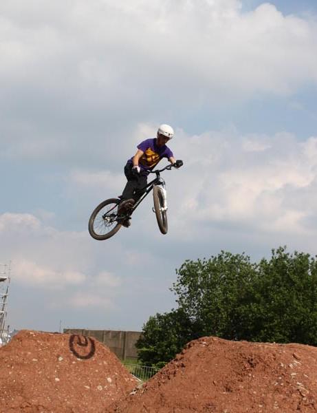 Pro riders hit the dirt jumps at BikeRadar Live