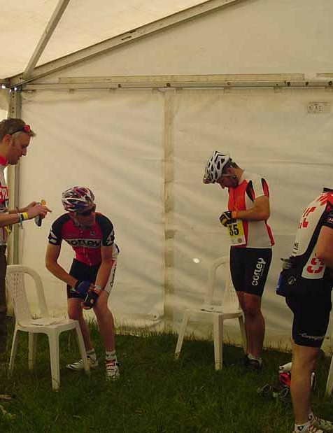 Cycling Plus editor Rob Spedding (L) and Graeme Obree (2nd R) getting kitted up