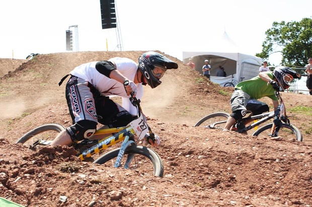 Robbie Johnson (L) and Mike Yard clash in the MBUK Open Eliminator dual slalom at BikeRadar Live