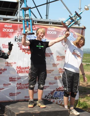 Jake Ward, Alex Metchalf and Mop Head on the podium