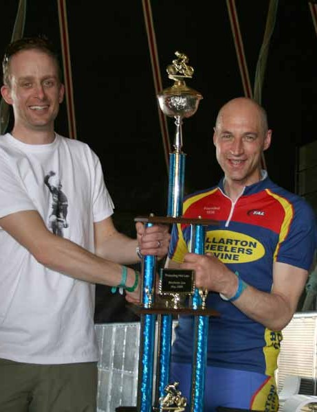 Procycling Hot Laps winner Andy Sexton accepts his trophy from Graeme Obree