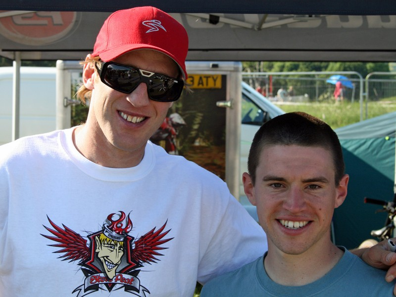 Garmin competition winner Matthew Page (R) with World Cup downhill star Steve Peat