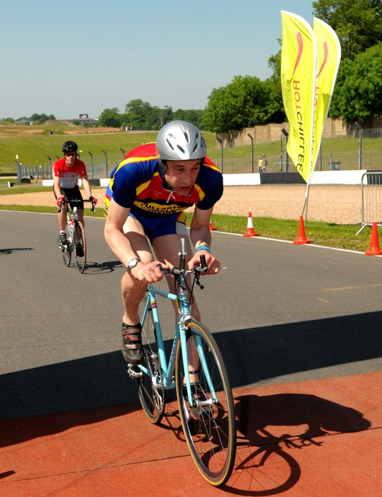 Graeme Obree sets off for his lap