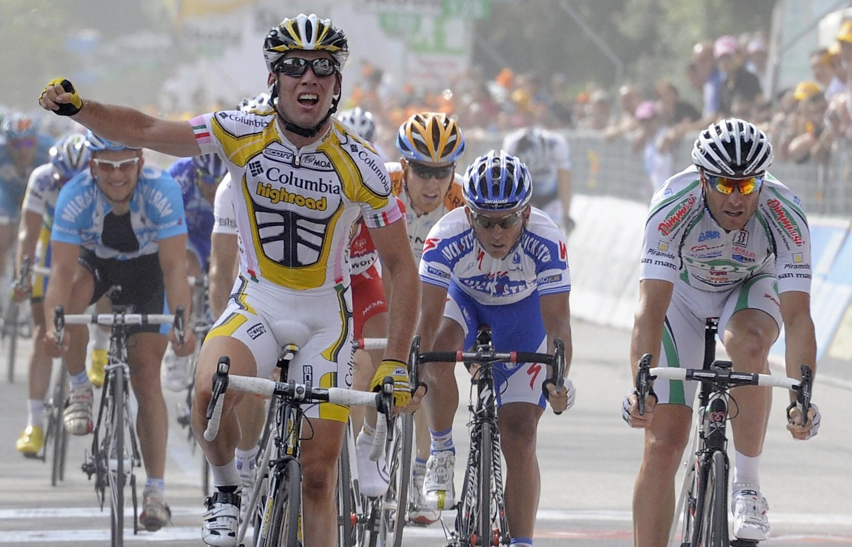 Cavendish won his third stage of the 2009 Giro d'Italia before leaving the race to prepare for the Tour.