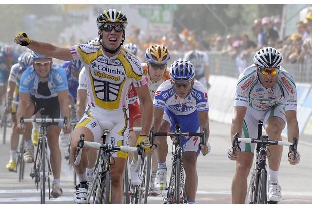 Mark Cavendish wins his third stage of the 2009 Giro d'Italia.