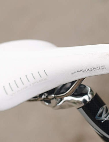 The Carbon Pro has a classic perch: Fizik's Arione