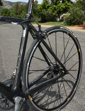 Instead of using giant chainstays and tiny seatstays both are fairly close in size to each other on the Fenomalist