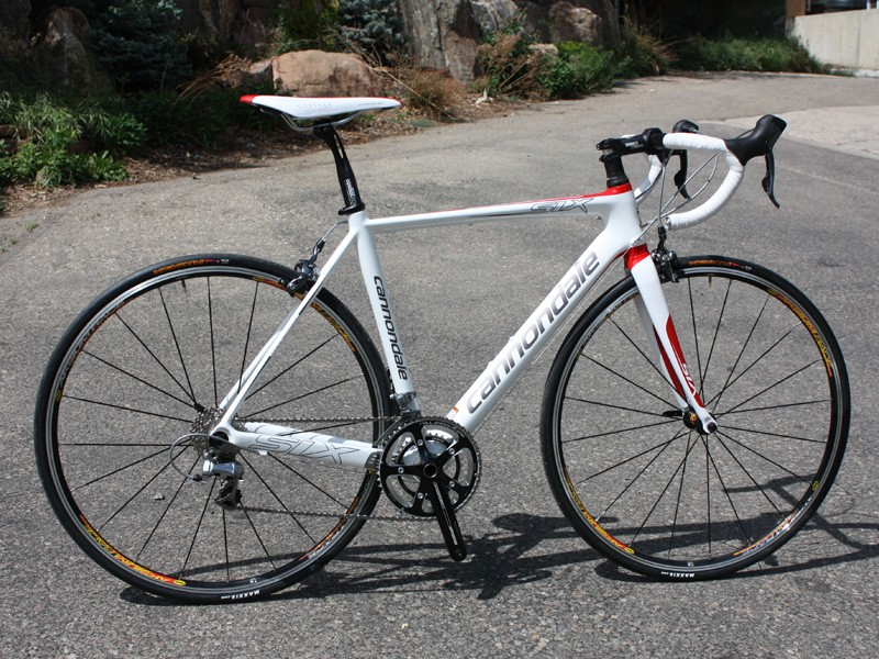 3f305d66f9e The Cannondale Six Carbon 3 is a close visual cousin to its SuperSix Hi-Mod