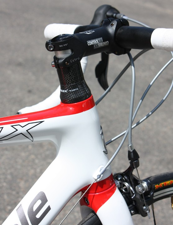 The steerer measures 1 1/8in throughout its length - sorry, no tapered front end here