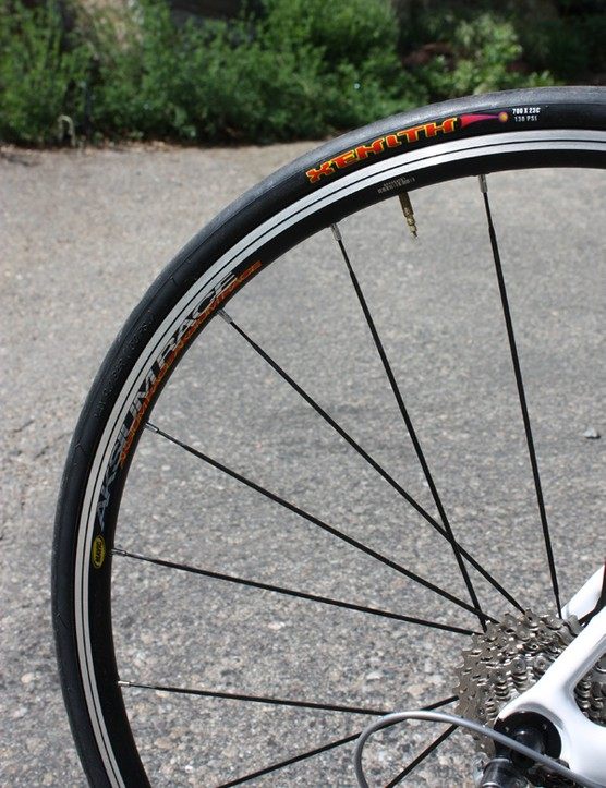 The Aksium wheels have a stiff ride and the Maxxis Xenith clinchers are a solid all-around option