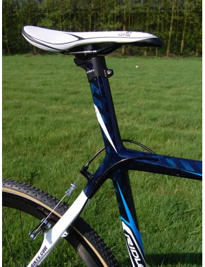 An integrated seatmast on the new X-Night means an end to slipping seatposts when remounting.