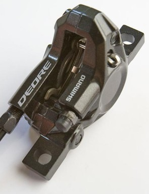 If you've ever had trouble with bleeding previous models of Deore disc brakes, then you're going to like the new M595 calipers with their one way oil routing system