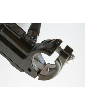 New hinged clamp fitting for quick installation and removal