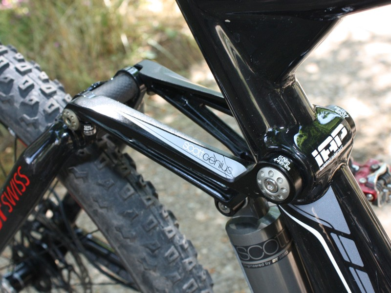 Aluminium is used sparingly on the Scott Genius frame such as on these upper links.