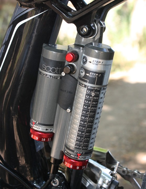 The proprietary Scott Equalizer 2 pull shock requires very high inflation pressures - take a closer look at the tuning guide!