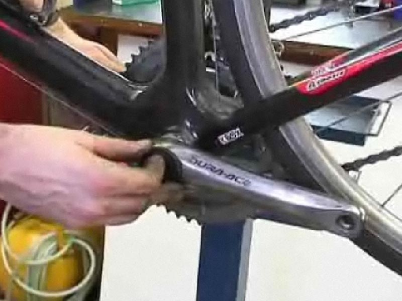 How to install Hollowtech II cranks