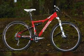 Easy-rolling, mile-munching big wheeler boasting G2 geometry