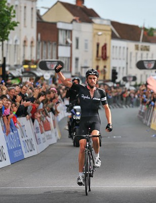 Rapha-Condor's Tom Southam wins in Colchester June 18, 2009.