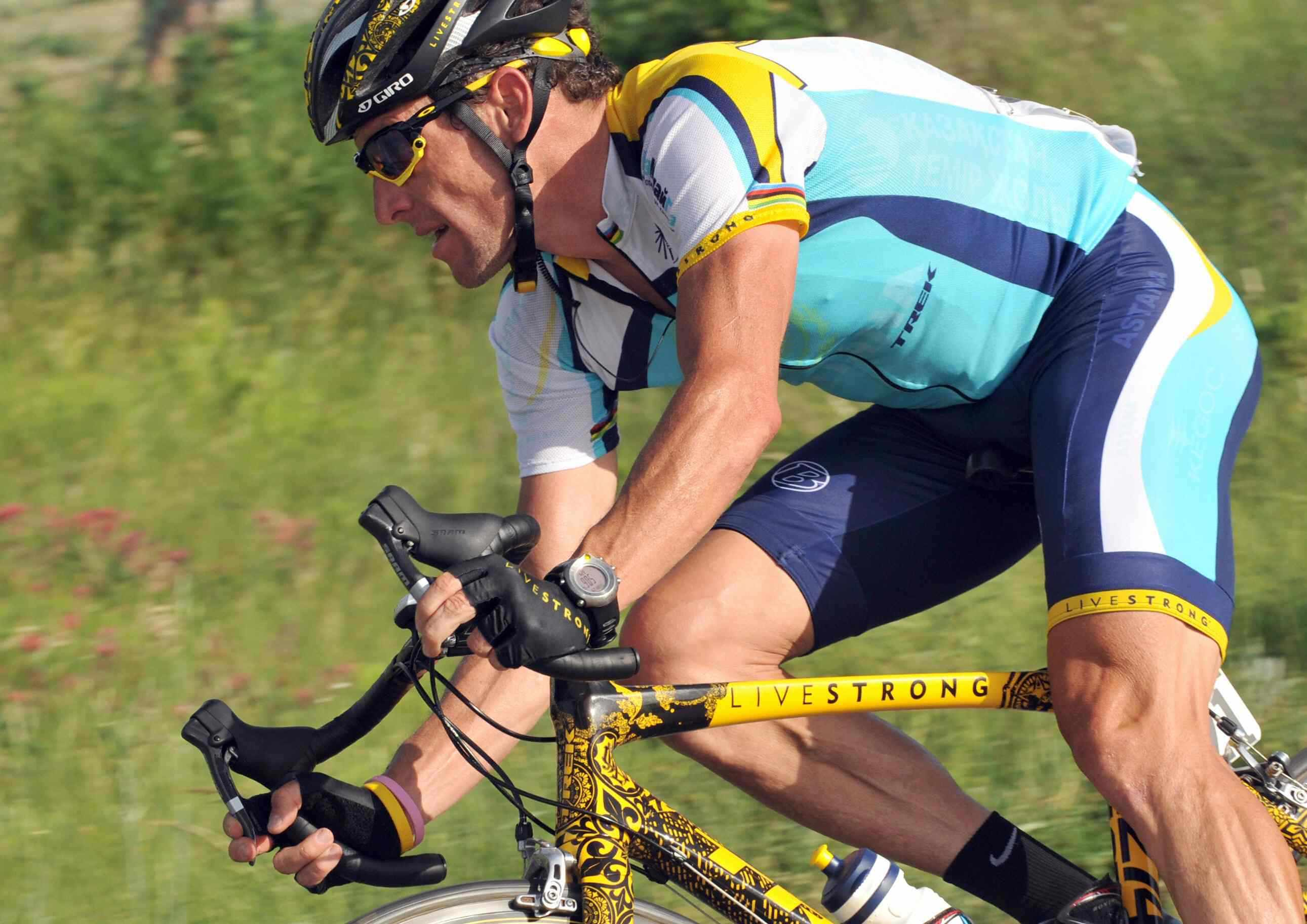 American Lance Armstrong in full race livery during the 2009 Giro d'Italia.