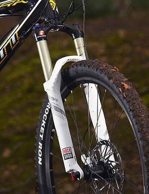 A full 120mm (4.72in) of travel up front is a rare sight on a XC race bike, and it adds to the Spark 35's versatility