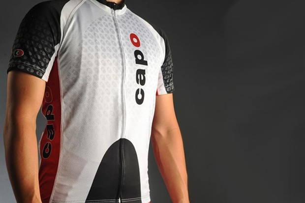 The Capo Atlas jersey pairs an excellent fit with high-tech materials and well thought-out details.