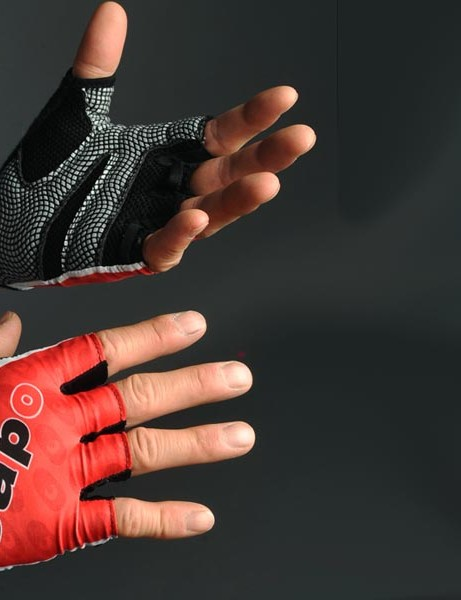 The Capo Atlas summer glove is the perfect finishing touch if you already have the rest of the matching kit but they're rather expensive for what you get in return.