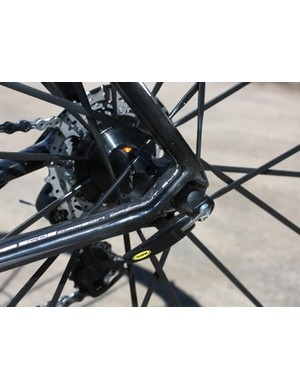 New carbon dropouts also replace the old aluminIum ones but total frame weight still climbs to about 980g for a large size.