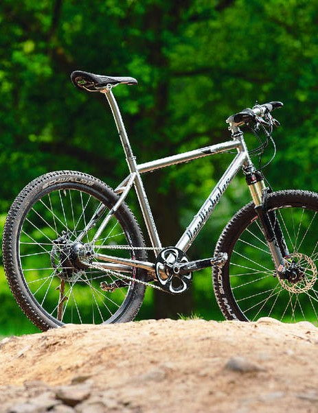 Speedhub gears meet a lightweight ti race frame in this intriguing hybrid