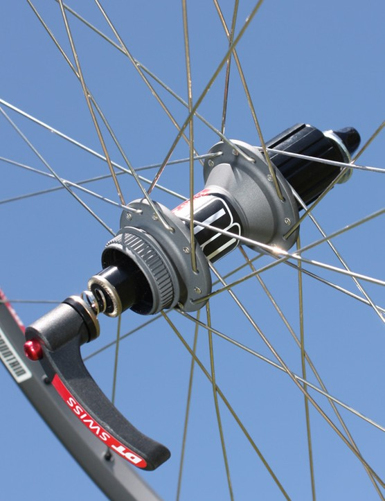 The rear hub is again based on DT Swiss' 340 model and features Center Lock rotor compatibility - just add an adapter for six-bolt discs.
