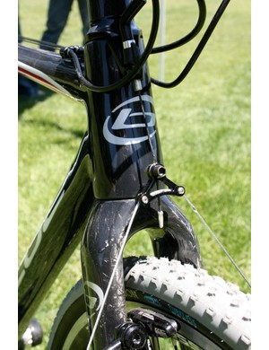 The wide-shouldered fork crown means more room for mud clearance