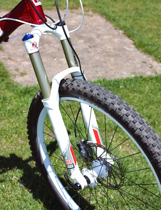 A RockShox Revelation fork is fitted up front.