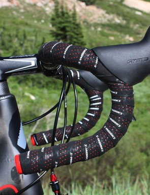 The Tarmac SL3 Superlight will also include a pair of 175g Specialized S-Works carbon bars with a classic bend.