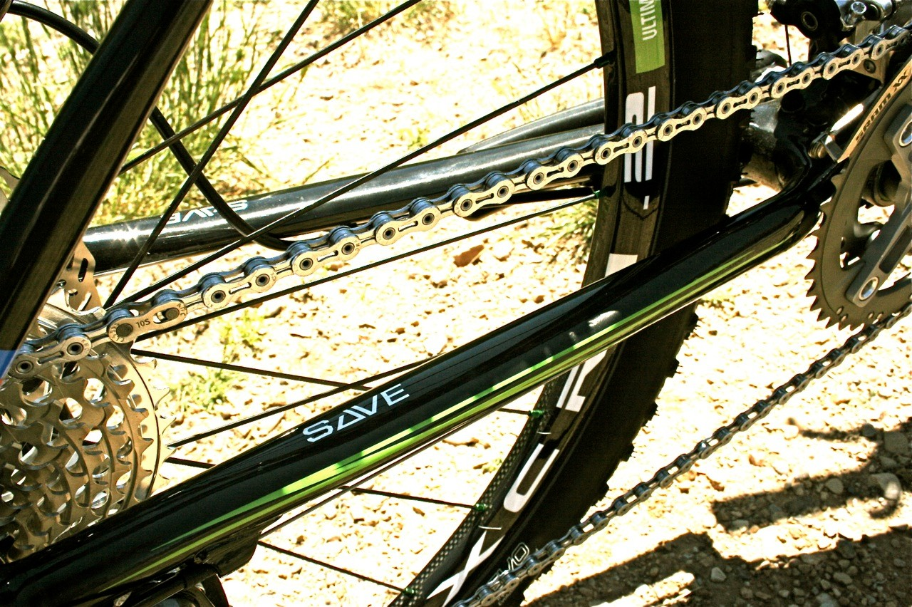 The chainstays use Cannondale's shared platform Synapse Active Vibration Elimination (S.A.V.E.) technology for damping trail buzz without taking away lateral stiffness.
