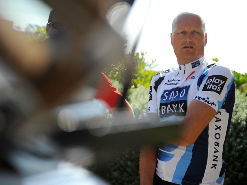 Saxo Bank manager Bjarne Riis believes Astana should support Alberto Contador, not Lance Armstrong