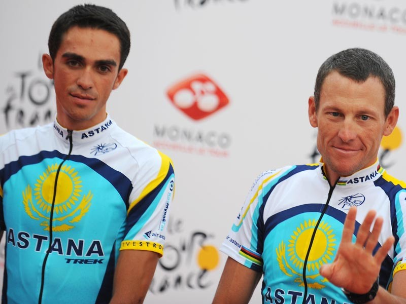 Seven-time Tour de France winner and Kazakh cycling team Astana (AST)'s rider Lance Armstrong of the United States (R) waves to the public with teammate 2007 Tour de France winner Alberto Contador of Spain during the official presentation of his cycling team on July 2, 2009 in the principalty of Monaco