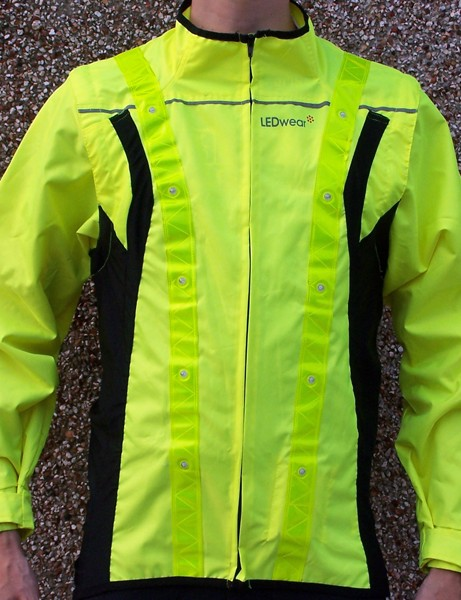 Stretch side panels mean the jacket has more of a fitted look than most hi-vis tops