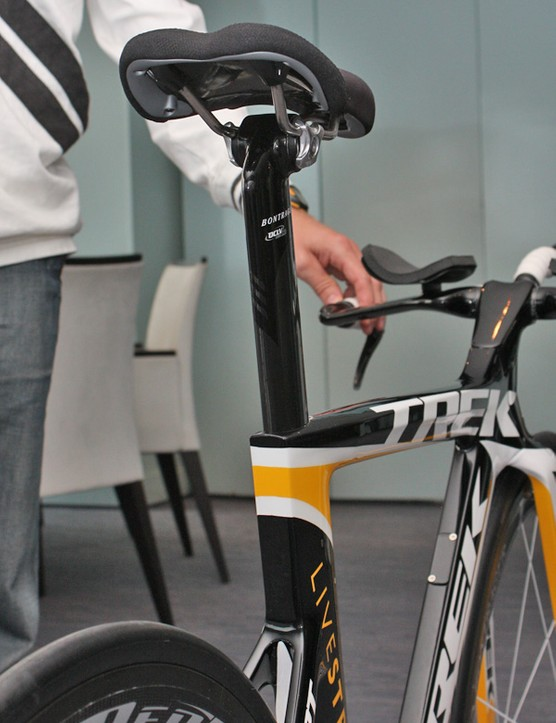 The carbon seatpost doesn't use the Kamm tail shaping but it's reversible for a wider range of positioning.