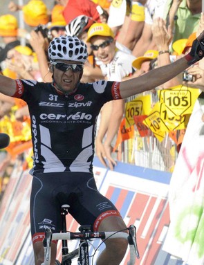 Spaniard Carlos Sastre (Cervelo) celebrates as he crosses the finish line and wins the 19th stage of 92nd Giro d'Italia between Avellino and Vesuvio (Ercolano) on May 29, 2009.