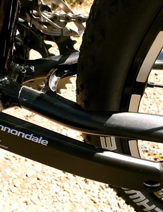 Thanks to a revised layup schedule, the 2010 Scalpel Carbon Team's full monocoque carbon front triangle loses 100g.