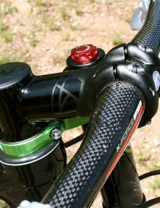 Oversized integrated stem with carbon bars.