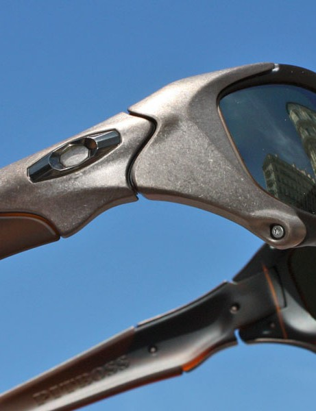 Forged titanium plates and special faceted Oakley icons adorn the sides.