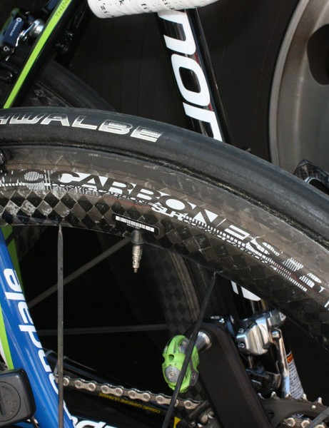 The as-yet-unnamed Mavic prototype uses a 55mm-deep all-carbon tubular rim and bladed stainless steel spokes.