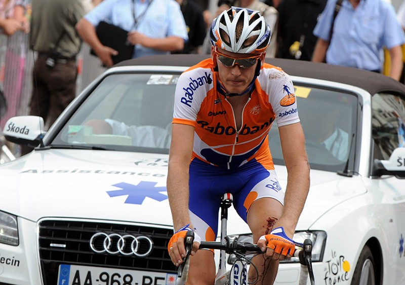 Robert Gesink (Rabobank) comes in a long way down in stage 5 after a crash. He will not start stage 6.