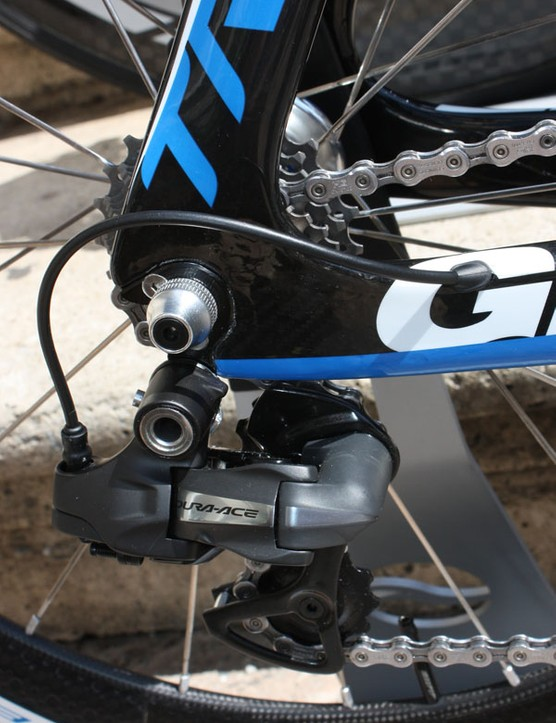 The internal cable routing entry and exit points are sized for use with Shimano's new Dura-Ace Di2 electronic drivetrain